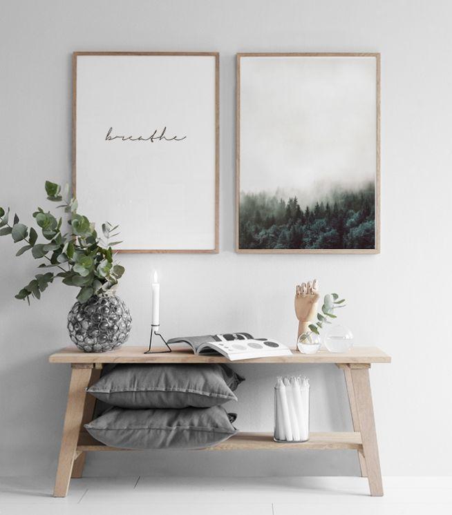 Skandinavische Einrichtungsidee für Flur mit Sitzbank und simplistischen Bilder…