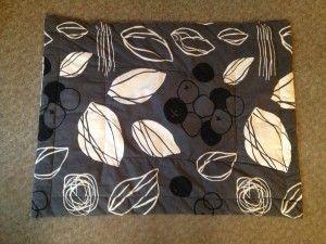 Ras-le-bol des tapis pour chiens qui sont trop chers ou trop moches, pas de la bonne couleur ou pas de la bonne taille ? Il est facile de fabriquer soi-même des tapis pour chiens à la fois jolis, pratiques et pas chers ! Voici comment j'ai fait 2 tapis...