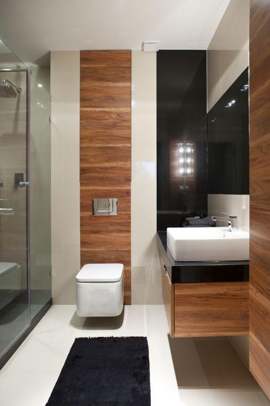 foorni.pl   Dom w Zalesiu Górnym, drewno w łazience. Projektant: Nasciturus Design