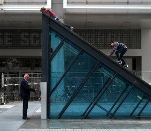 Photography by: Daniyal Farhani In: Rotterdam Theatre Square 51.920473N 04.473781W by: West 8Urban Design