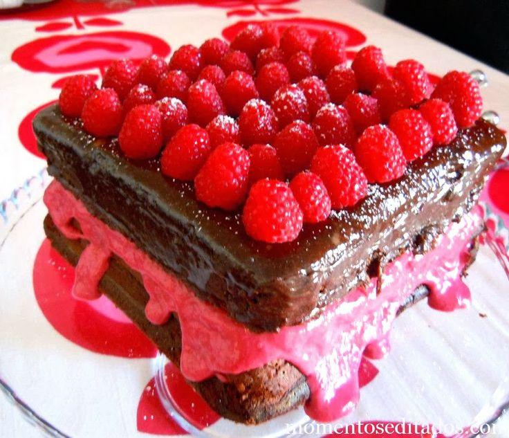 http://www.momentoseditados.com/2014/01/o-bolo-de-chocolate-perfeito-curd-de.html