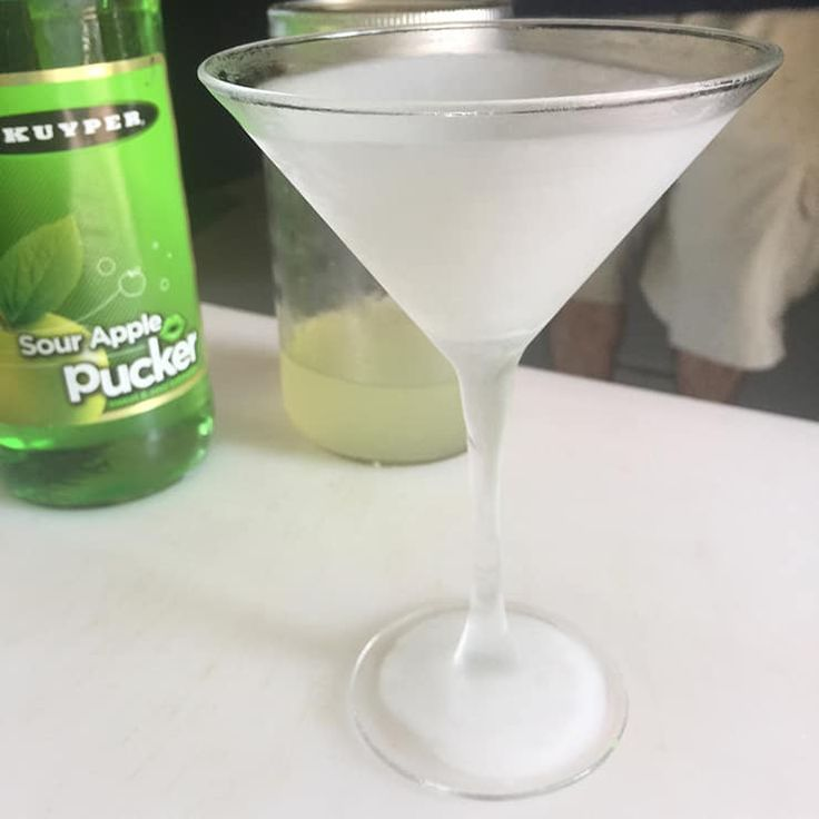 Easy Appletini Cocktail Recipe (With images) Apple