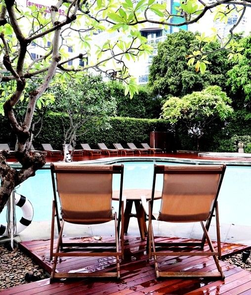 Sundays are best spent sunbathing and relaxing by the pool. Grand Hyatt Erawan Bangkok sets the scene for peaceful retreat within a lush tropical oasis in downtown Bangkok. #LivingGrand