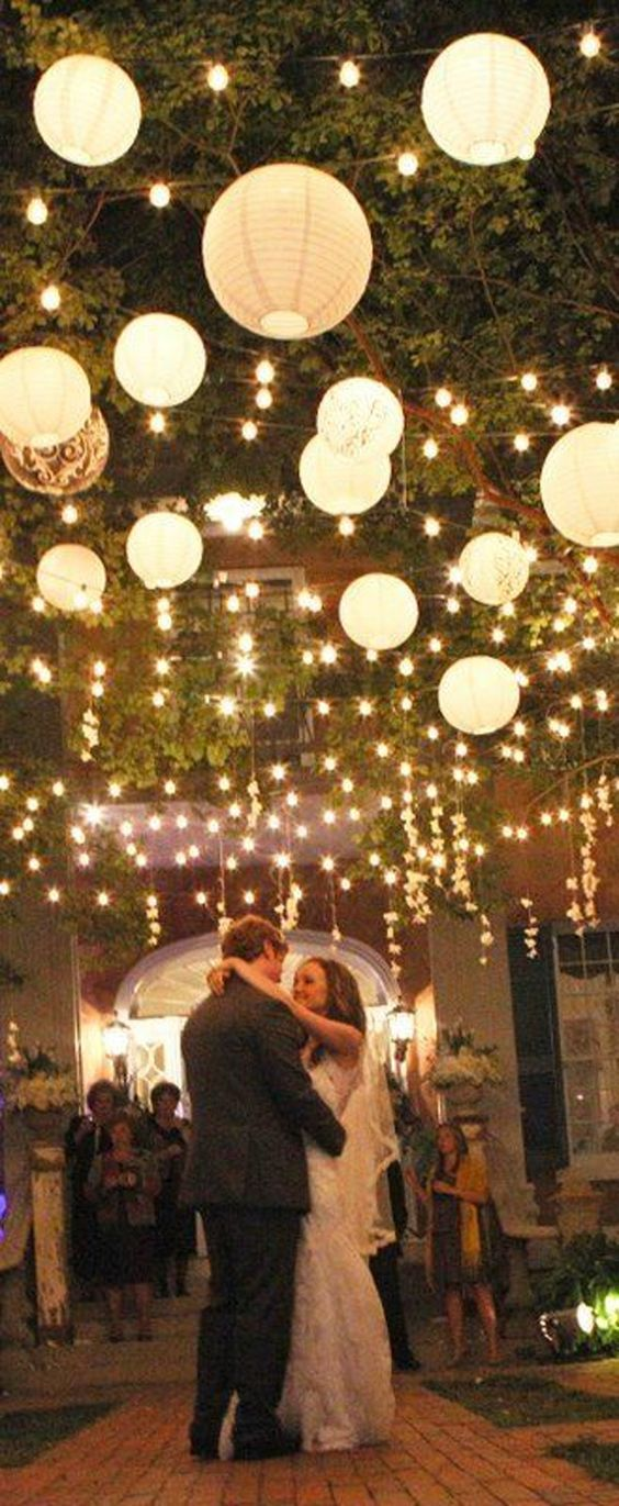 hanging paper lanterns and lights wow factor wedding decorations / http://www.himisspuff.com/100-charming-paper-lantern-wedding-ideas/3/