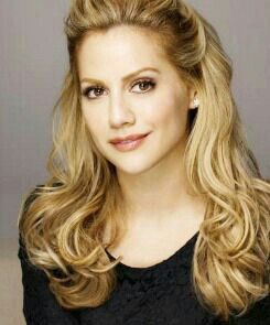 Brittany Murphy 1977-2009. Controversial death some suspect she was murdered. The coroner stated that the primary cause of Murphy's death was pneumonia, with secondary factors of iron-deficiency anemia and multiple drug intoxication. Aged 32.