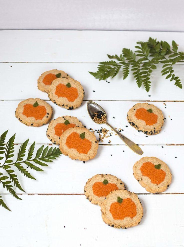 Kurpitsakeksit // Pumpkin Cookies Food & Style Emma Iivanainen, Painted By Cakes Photo Emma Iivanainen www.maku.fi