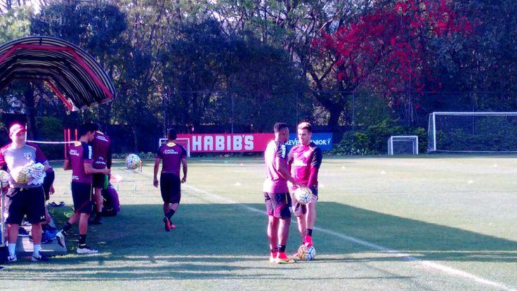 Antes de treino, comissão tem longa conversa com elenco do São Paulo…