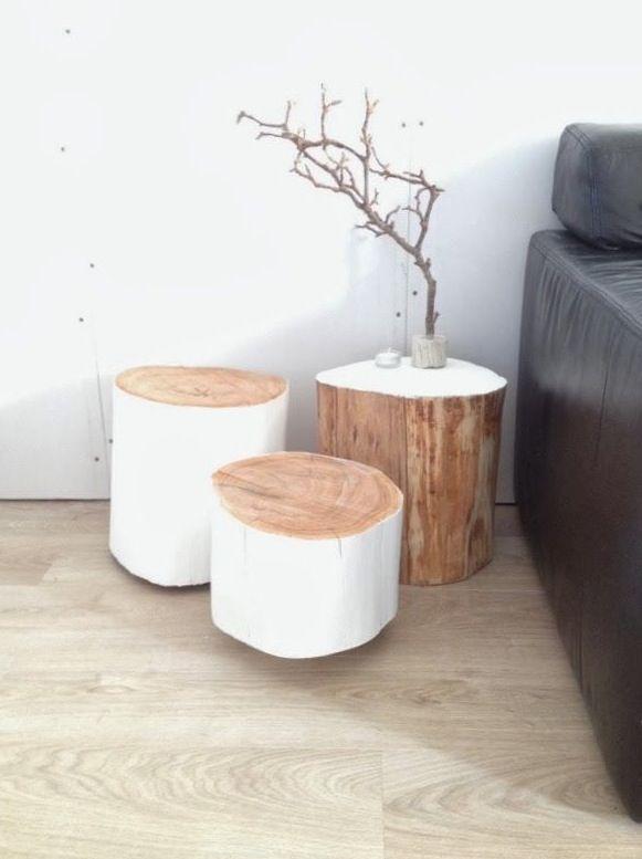 Tabourets et petite table décorée d'une branche à faire soit meme , une décoration très ympathique pour une chambre ou meme un salon
