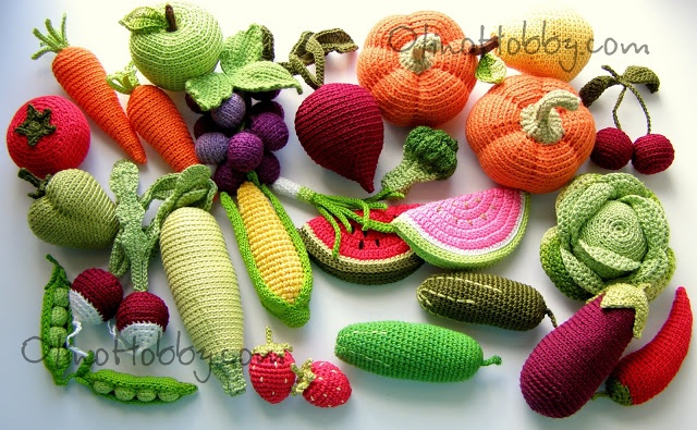 Crocheted fruits and veggies. Seriously amaz-sauce.