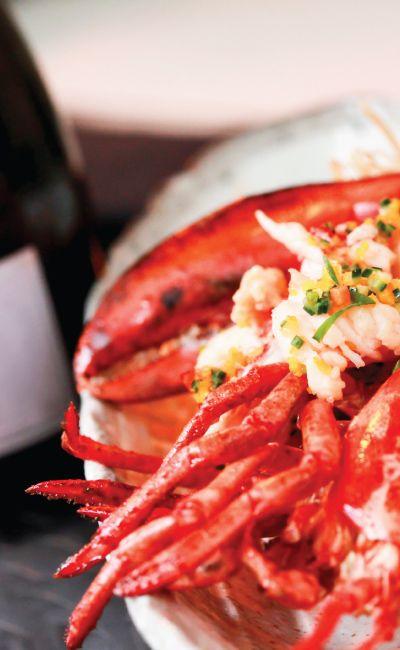 Gi bort et gavekort på en hummerfiskeweekend for to. Her får man oppleve hummerfiske i vakre Bohuslän. Både frokost, skalldyrsmiddag og overnatting er inkludert!