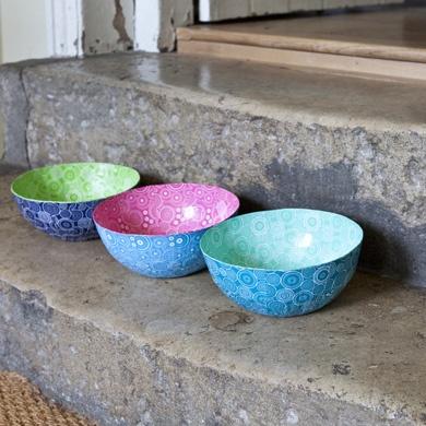 Two tone papier mache bowls Colourful papier mache bowls made by Wola Nani