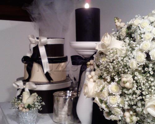 candele nere...mmmm forse un pò tetro, ma in un contesto dv predomina il bianco possono andare bene.