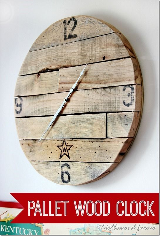 How to Make a Pallet Wood Clock by www.thistlewoodfarms.com