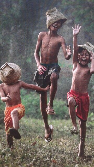 Carefree! Isn't it amazing that little boys are all alike all over the world! Love this pix!
