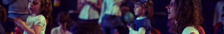 """conciertos Guau Guau  Se trata de una de las mejores alternativas musicales para toda la familia que se celebran en Madrid, una oportunidad para que los papás puedan disfrutar con sus hijos de la música que más les gusta.  Desde hace ya un par de ediciones, """"el azote de los Cantajuegos"""", se celebra en el antiguo cuartel de Conde Duque. Por los Guau Guau ya han pasado bandas como Templeton, L-Kan, Hidrogenesse o Javiera Mena.  Calle del Conde Duque 9-11, 28015 Madrid"""