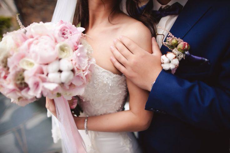 жених невеста  букет невесты бутоньерка