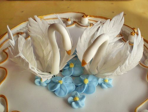 Gumpaste swan cake topper tutorial