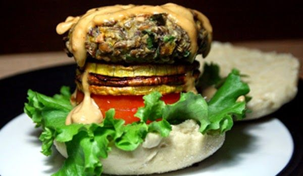 Butternut Lentil Burgers #nomeatmondays  The best lentil burgers with roasted butternut and a peanut sauce   #healthyeating #recipe #veggieburger