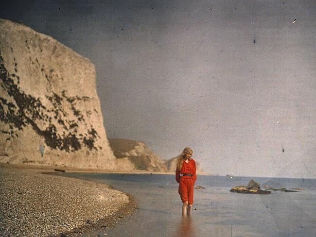 Christina on the beach, circa 1913. Autochrome by Lieutenant Colonel Mervyn O'Gorman. Pic
