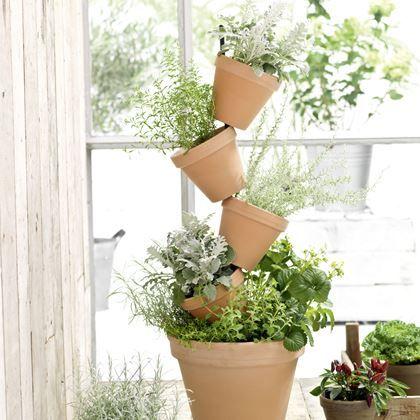 Ben je een echte plantenliefhebber maar heb je weinig ruimte voor veel potten? Met de Mica Daisy flowertower plant je ze gewoon de lucht in! Zet verschillende bloemen, planten of kruiden in de toren en maak van je tuin of balkon een groene oase.
