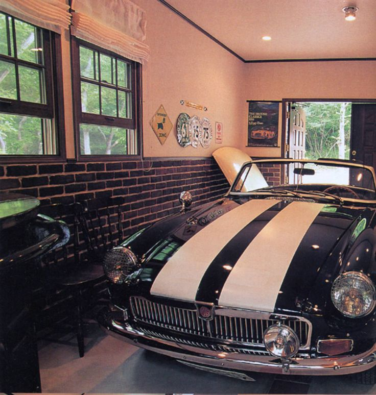 ガレージは大切な愛車のお部屋です。どんな空間に置くかによって、愛車も違った顔をみせるはず。