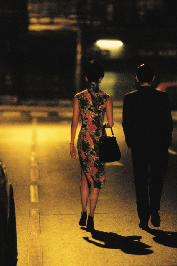 花样年华 In the Mood For Love,王家卫,2000. When she walks down the street it is pure poetry.