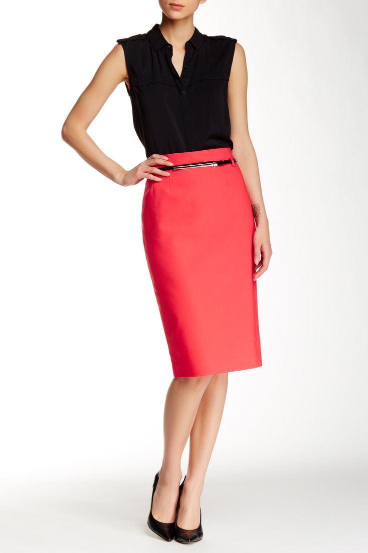 Swooning over this chic pink pencil skirt.