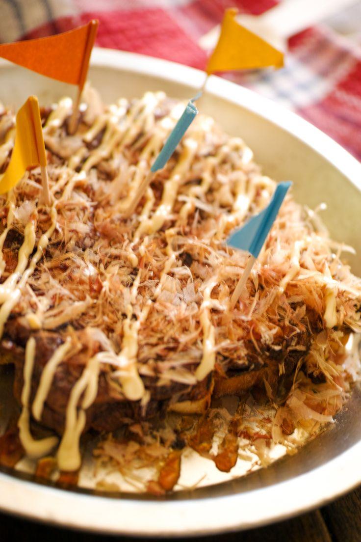 厚揚げのたこ焼き風【低糖質】 by 菅田奈海 / パパの低糖質ダイエット用の粉物使わないヘルシーシリーズです。カリッと焼いた厚揚げに卵をまとわせてふわカリッとした食感はまるでたこ焼き。ソースは糖質高いので少なめにどうぞ。お子様のおやつにも。 / Nadia