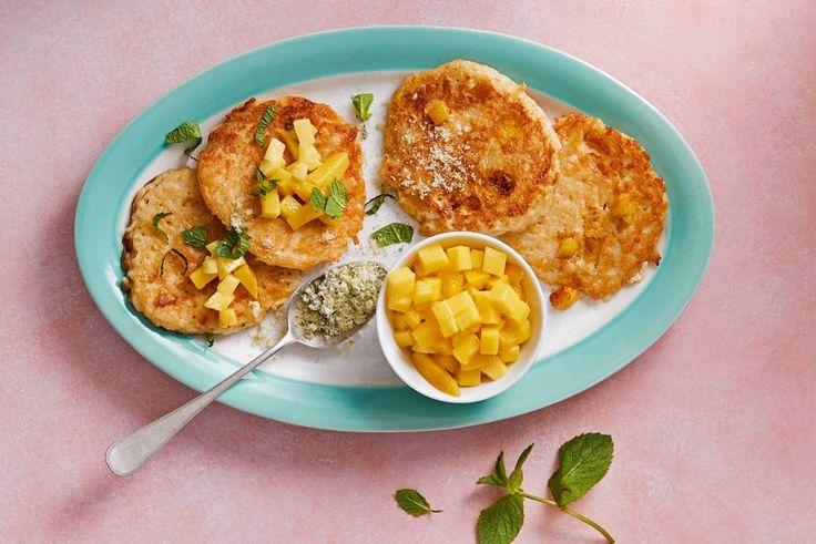 Met deze rijstpannenkoekjes met mango en munt sta je elke ochtend lachend in de keuken - Recept - Allerhande