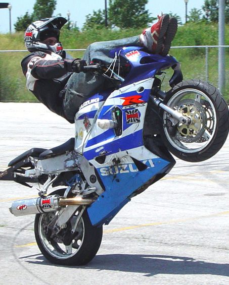 STREETBIKE STUNTING PICTURES - STREET BIKE STUNT PICS - STUNT PHOTOS MOTORCYCLE STUNTS