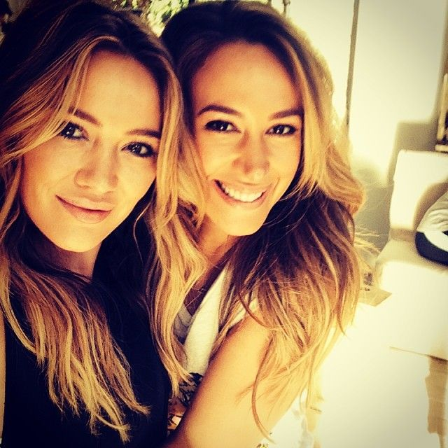 Hilary + Haylie Duff = sisterly love