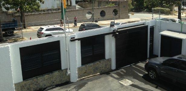 Documento relata invasão armada e insegurança em consulado brasileiro em Caracas