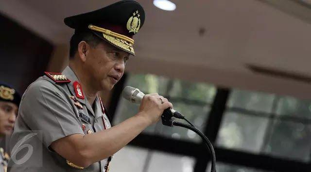 "Jakarta - Kapolri Jenderal Tito Karnavian akan membekali polisi yang bertugas di jalan dengan senjata api karena kerap jadi korban penyerangan teroris. ""Tuntutan dari teman-teman di lapangan. (Polisi) Lalu Lintas dan Sabhara yang jadi korban-korban (teroris) kemarin. Di Kampung Melayu misalnya korbannya dari Sabhara. Di Tuban (korbannya Polisi) Lalu Lintas"" ujar Tito di Mabes Polri Jakarta Selasa 25 Juli 2017. Tito menjelaskan senjata api akan diberikan khususnya kepada polisi yang bertugas…"