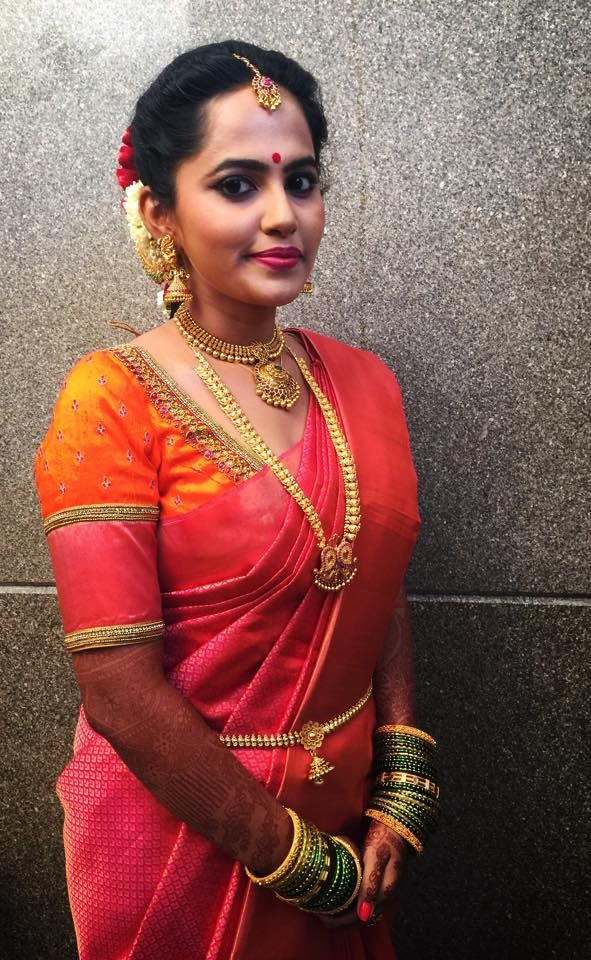 Traditional Southern Indian bride wearing bridal silk saree and jewellery. Muhurat look. Makeup and hairstyle by Swank Studio. #BridalSareeBlouse #SariBlouseDesign Silk kanchipuram sari. Tamil bride. Telugu bride. Kannada bride. Hindu bride. Malayalee bride Find us at https://www.facebook.com/SwankStudioBangalore