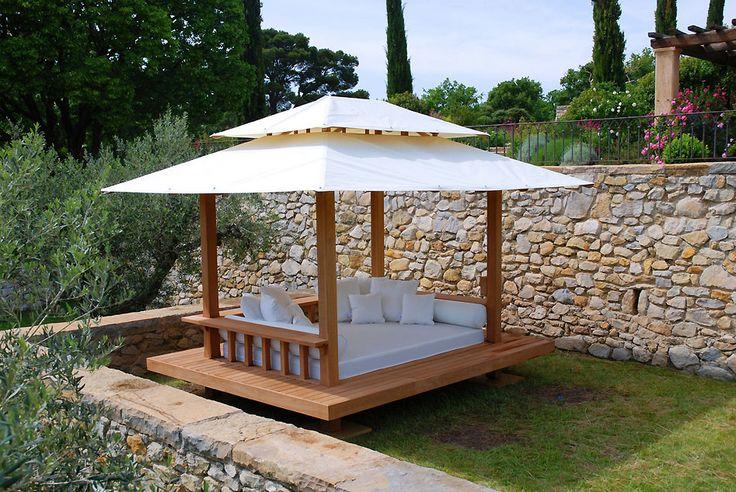 COBERTI Gazebo de madera tipo cama balinesa con techo de lona. #gazebo #madera #cama_balinesa #lona #jardín #terraza #coberti #malaga