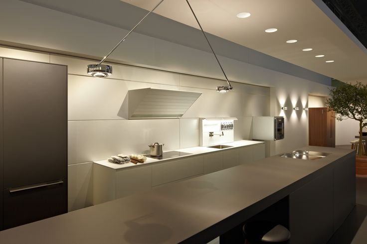 kitchen bar: Sento soffitto due | ceiling: Più piano seamless in | wall: Sento verticale D || Kitchen: Bulthaup