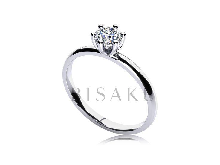 C10 Jedním slovem fascinující. Zpracování korunky působí neuvěřitelně křehkým dojmem, ale zdání klame. Korunka čítající šest krapen vyzdvihuje do výšky solitérní kamínek. Umístěna je na pravidelně kulatém prstenu, kdy z profilu vystupuje pouze ona pověstná korunka. Pohádka o princezně může začít. #bisaku #wedding #rings #engagement #svatba #zasnubni #prsteny