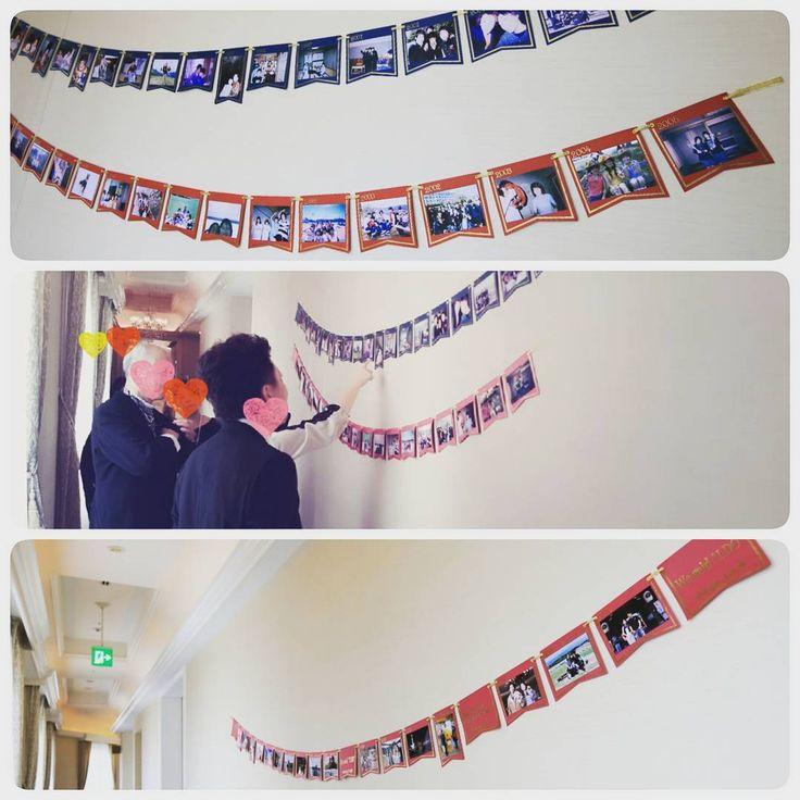 いいね!24件、コメント3件 ― @tomong_weddingのInstagramアカウント: 「#ウェルカムスペース 廊下のウォールデコレーションは、 新郎と新婦の生い立ち写真と、 付き合ってからの写真を年代順に。 . でも廊下の壁のスペースが広すぎて、…」