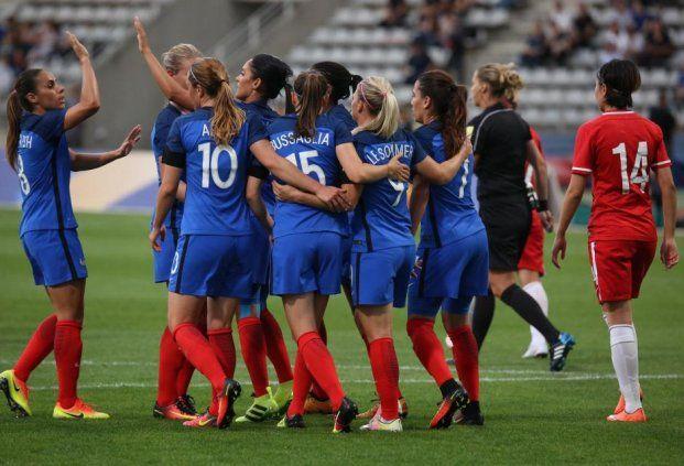 Après avoir battu le 3 juin dernier à Rennes le record d'affluence pour un match de football féminin organisé en France (24 835 spectateurs), les Bleues confirment leur popularité. Elles joueront à guichets fermés, samedi 23 juillet à Auxerre (21h00), contre le Canada.