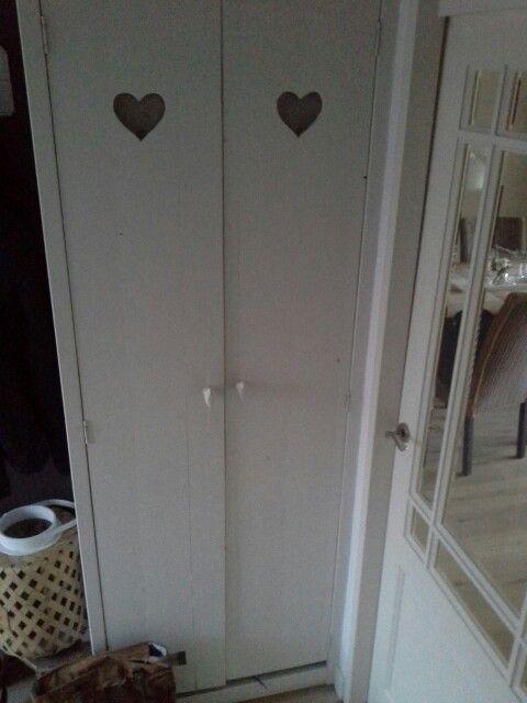 Meterkastdeur vervangen door oude houte vloerdelen te vermaken tot deur