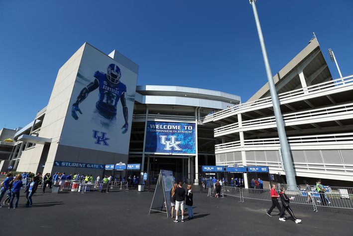 Kentucky Football: Fun With The Field Turf at Commonwealth - A Sea Of Blue