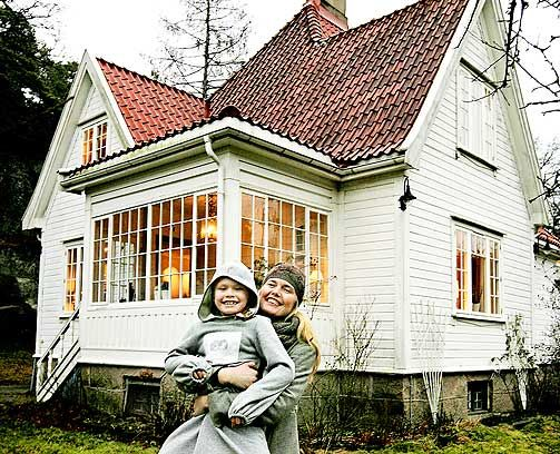 Pippi-hus: Litt som Villa Villekulla, mener Linda og dattera Ylva. Glassverandaen brukes mye om våren og høsten.