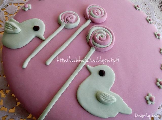 cake with sugarpaste/fondant