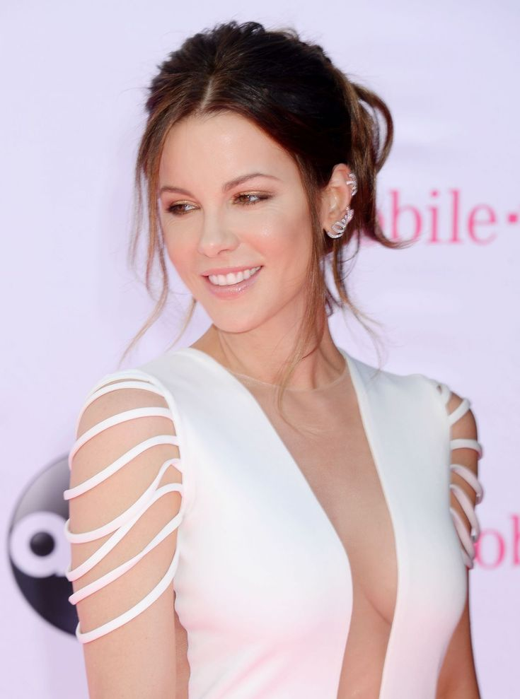 kate-beckinsale-at-2016-billboard-music-awards-in-las-vegas-05-22-2016_30.jpg 1,200×1,614 pixels