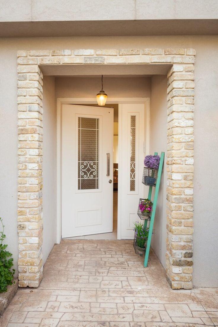 דלת כניסה עם זכוכית סבתא