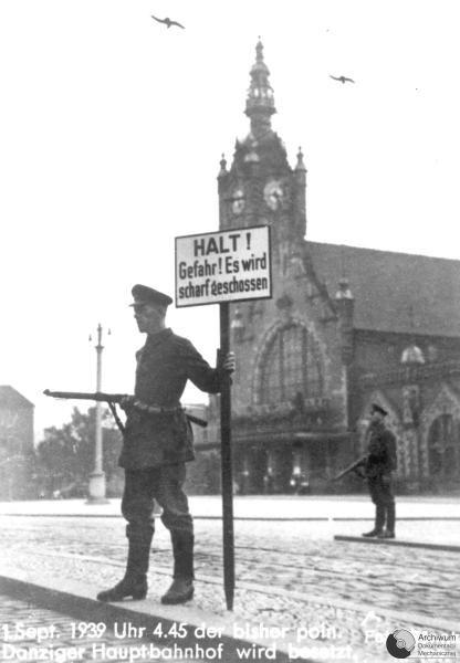 1.09.1939. OSADZENIE PRZEZ NIEMCOW DWORCA W GDANSKU. ADM SYG. II-17                    NR. NEG. R 9857