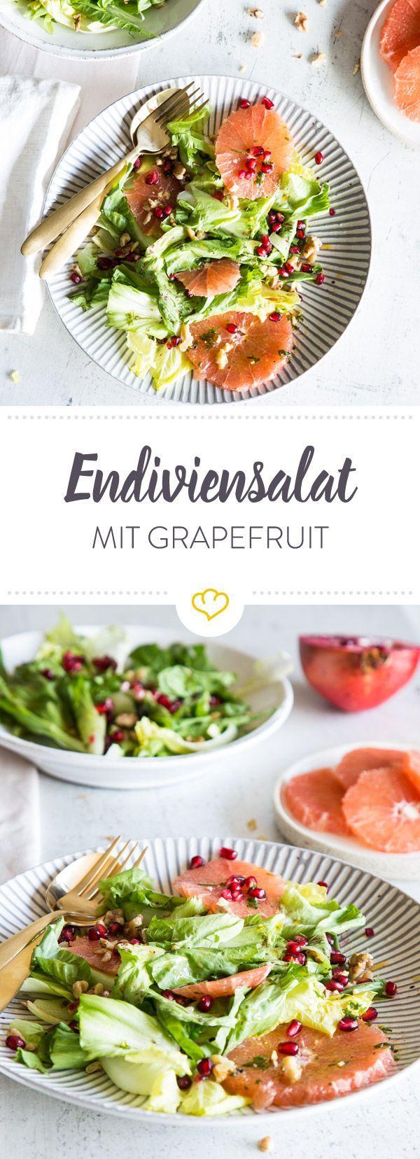 Herb, fruchtig und süß - so präsentiert sich dein Endiviensalat. Statt klassischem Sahne-Dressing kommen Grapefruitsaft, Kerbel und Honig in den Mixbecher.