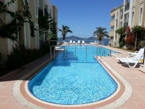 Seaview Gulluk Penthouse - This fantastic three bedroom penthouse is situated on a well maintained complex with mature landscape gardens, communal swimming pool and stunning views. There are stunning views from each room of the property. Price: £79,950