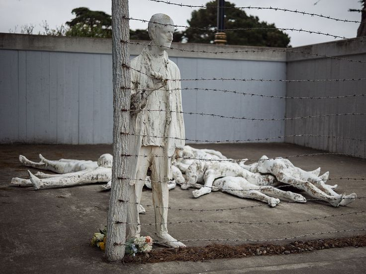 1200px-Holocaust_Memorial_at_California_Palace_of_the_Legion_of_Honor.jpg (1200×900)