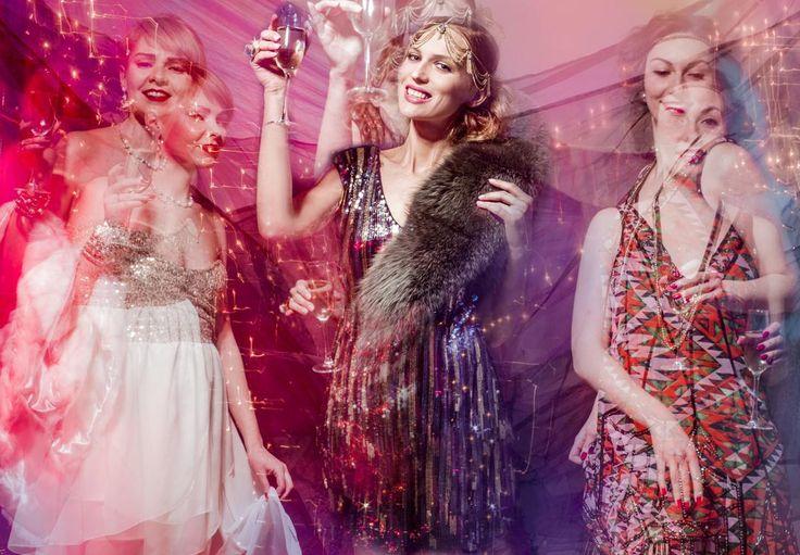 Всем, кто собрался уйти в ночь - нескучной и яркой пятницы! Чем ближе весна, тем глубже декольте на платьях, короче юбки, а самые смелые девушки уже с голыми ногами.  На девушках коктельные платья COLORSOUL.ru.  Аренда от 1500 руб. сутки. Model @tomzs MUA @antoninastylist Photo @kataka_k #colorsoul #ГрейтГэтсби #вечеринкагэтсби #вечеринкаудалась #вечеринкавстилегэтсби #гэтсбипати #sparklingparty# diva #fashion #style #photo #fashionphoto #прокатплатьев #girlspower #havefun…